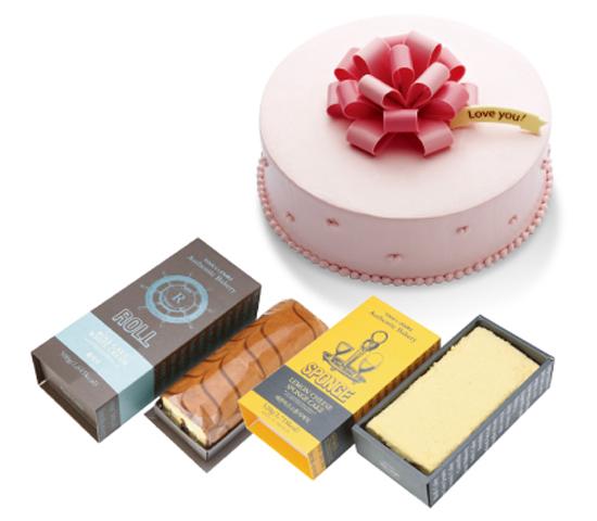 뚜레쥬르의 '사랑의 핑크리본 케이크', '딸기잼 롤케익', '레몬 치즈 스폰지 케이크' 사진